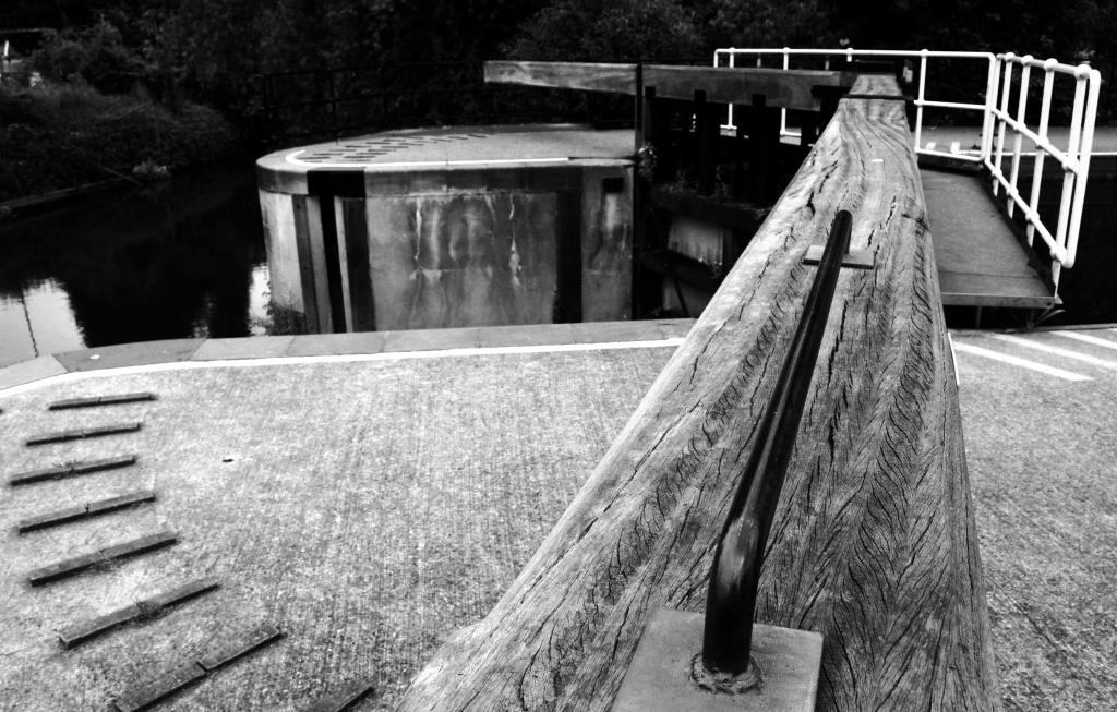 medway river lock